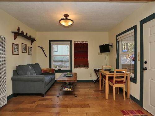 Cozy Inn by Big Bear VR - Big Bear Lake, CA 92315