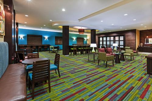 Fairfield Inn and Suites by Marriott Austin Northwest/Research Blvd Photo