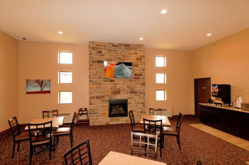 Boulders Inn & Suites Oak Ridge Photo