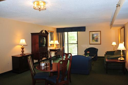 Fort Magruder Hotel and Conference Center Photo