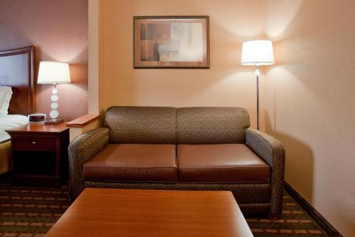 Holiday Inn Express Hotel & Suites Suffolk Photo