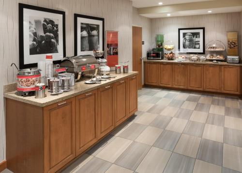 Hampton Inn & Suites St. Louis at Forest Park Photo