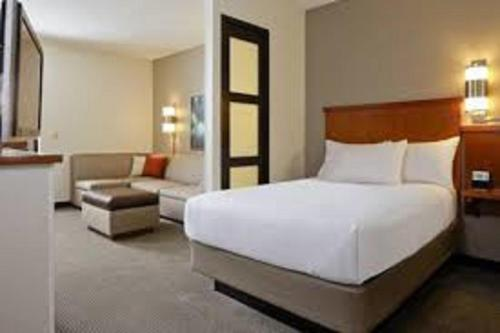 Hyatt Place Sterling Dulles Airport North Photo