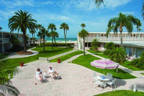 Sandcastle Resort At Lido Beach In Sarasota Fl Swimming Pool Outdoor Pool Restaurant