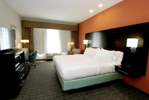 Holiday Inn Express & Suites Austin South Photo