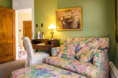Carisbrooke Inn Bed & Breakfast Photo