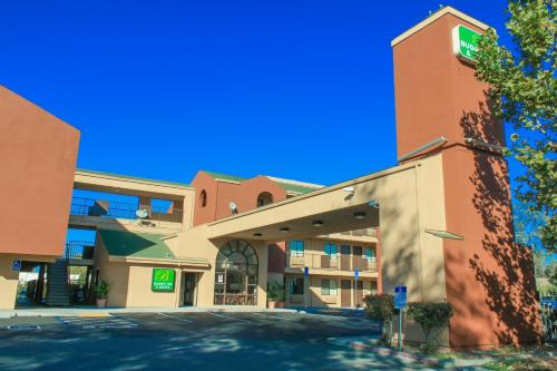 Budget Inn and Suites Stockton Yosemite Photo