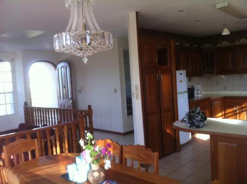 Hotel Awesome Cozy Spacious Vacation House In Belama, Belize City