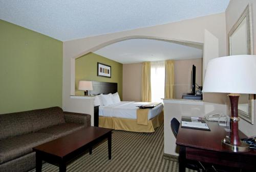 Comfort Suites Las Colinas Photo