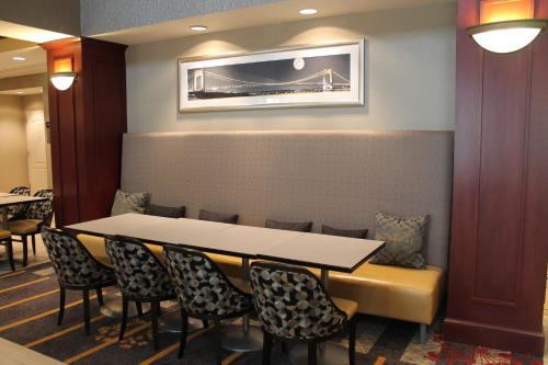Hampton Inn & Suites Staten Island Photo