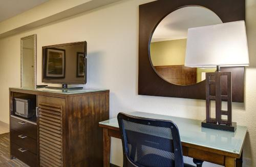Holiday Inn Express San Diego South - National City Photo