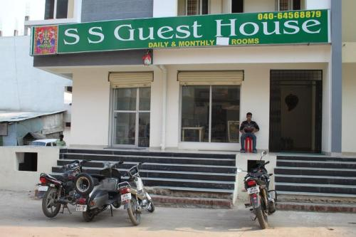 http://www.booking.com/hotel/in/ss-guest-house-hyderabad.html?aid=1728672