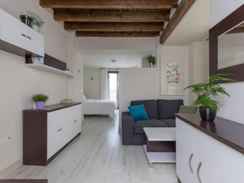 http://www.booking.com/hotel/es/apartment-mimo-rooms.html?aid=1728672