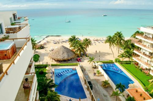 Ixchel Beach Hotel Photo