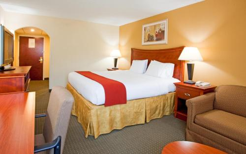 Holiday Inn Express Fayetteville Photo