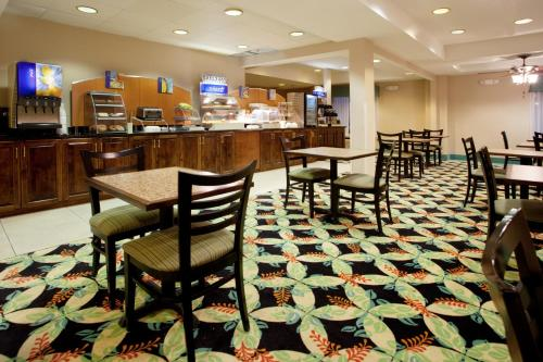Holiday Inn Express Hotel & Suites Murrells Inlet Photo