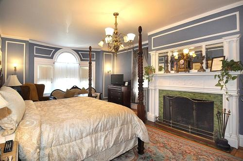 Edgewood Manor Inn Bed and Breakfast Photo