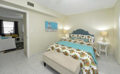 Hollywood by the Sea Suites Photo