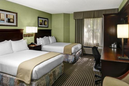 Holiday Inn Express Hotel & Suites Atlanta Buckhead Photo