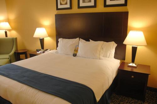 Holiday Inn Express Hotel and Suites Akron South-Airport Area Photo