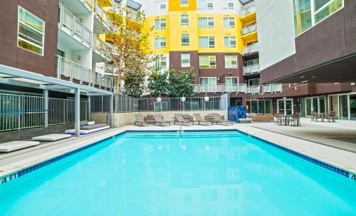 Wilshire Place Apartment Photo