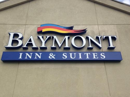 Baymont Inn and Suites Orangeburg Photo