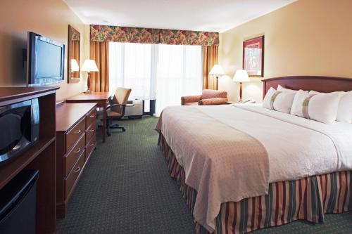 Holiday Inn Hotel & Suites Clearwater Beach - Clearwater Beach, FL 33767