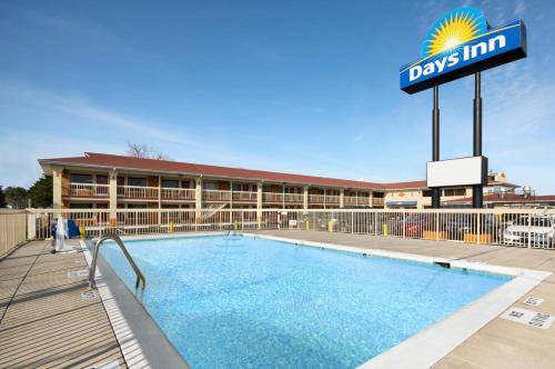 Days inn jacksonville nc jacksonville nc united states for Triangle motor inn jacksonville nc