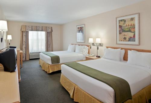 Holiday Inn Express Hotel & Suites Bend Photo