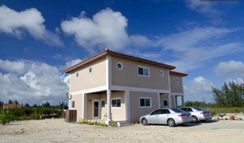 Hotel Two-Bedroom Townhouse near Coral Harbour Beach