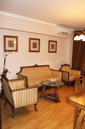 http://www.booking.com/hotel/am/2-bedroom-apartment-at-nalbandyan-street.html?aid=1728672
