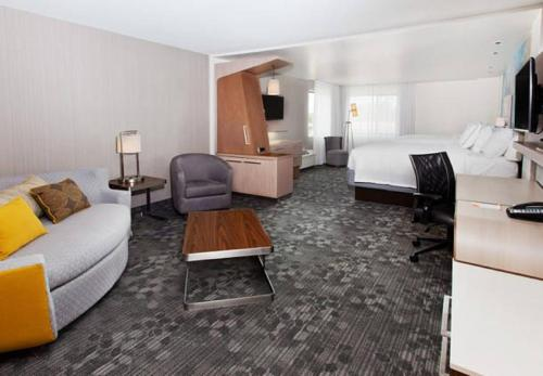Courtyard by Marriott Columbus Phenix City Photo