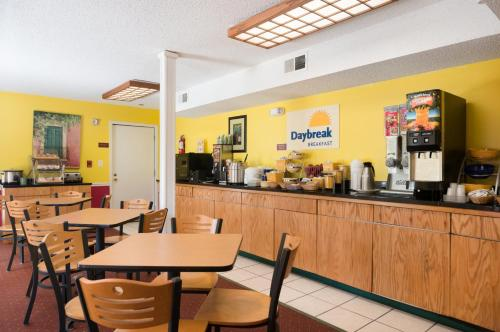 Days Inn Pensacola West - Pensacola, FL 32526
