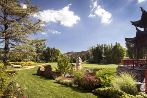 Four Seasons Hotel Westlake Village Photo