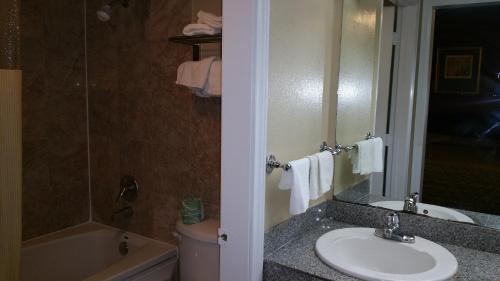 Executive Inn and Suites Waxahachie Photo