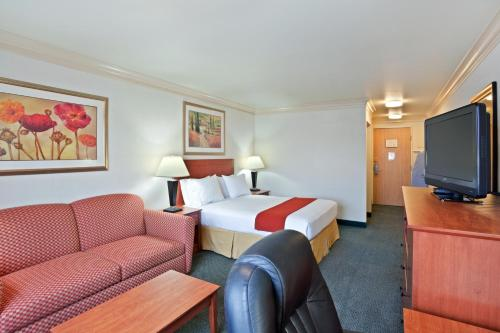 Holiday Inn Express Hotels & Suites Burlington Photo