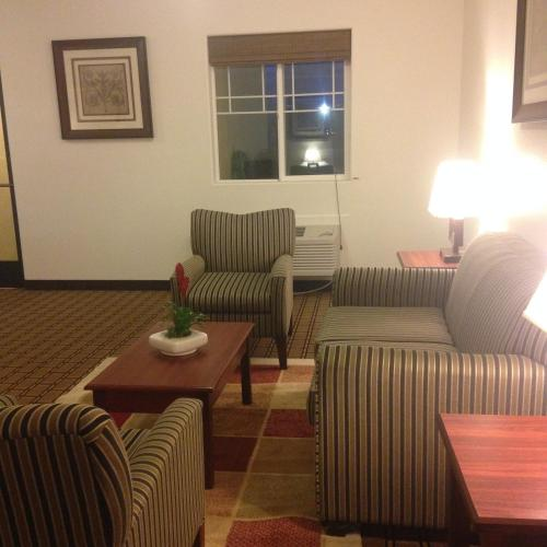 America Inn & Suites Photo