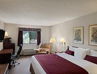 Baymont Inn & Suites Whitewater Photo
