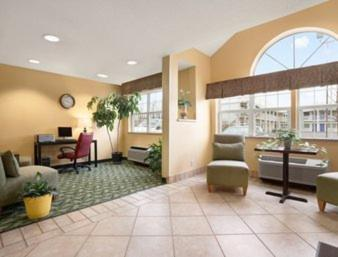 Days Inn & Suites Lafayette Photo