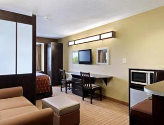 Microtel Inn & Suites by Wyndham Marietta Photo
