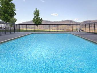 Days Inn & Suites Sutton Flatwoods Photo
