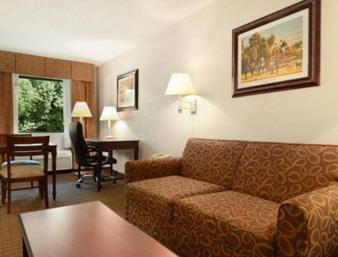 Baymont Inn & Suites Montgomery Photo