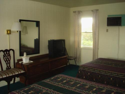 Thruway Holiday Motel Photo
