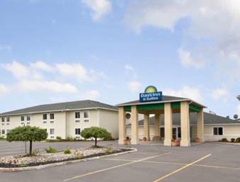 Days Inn & Suites Dundee