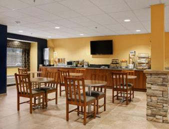 Microtel Inn & Suites by Wyndham Keyser Photo