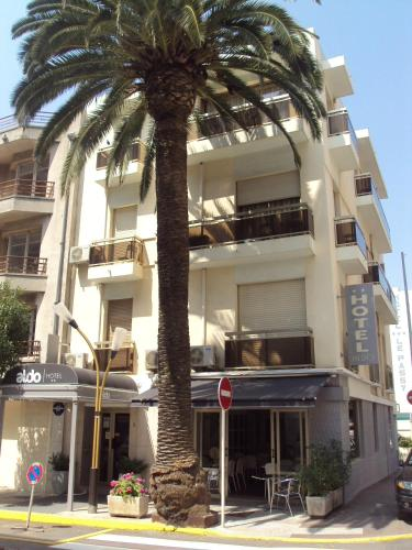 Hotels near juan les pins main beach antibes for Hotels juan les pins