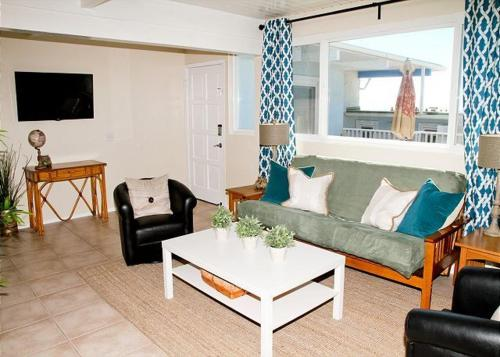 Oceanside Beach Apartment 1 - Oceanside, CA 92054