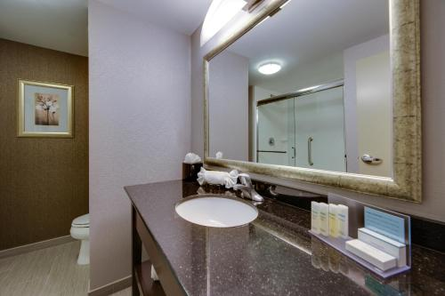 Hampton Inn & Suites Philadelphia/Bensalem Photo