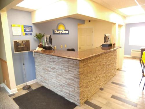 Days Inn West Branch Photo