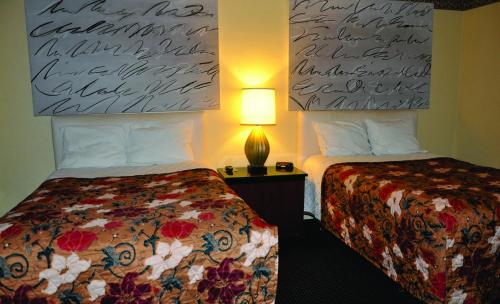 Travelers Inn Manteca Photo